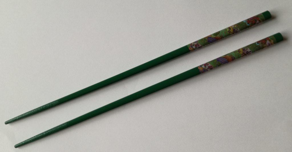spitze und lackierte Stäbchen