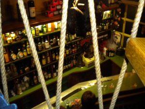 Blick vom Balkon auf die Theke im Kabüffke