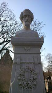 Die schöne weiße Marmor-Grabstele Heinrich Heines