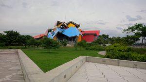 Bunte Dächer sind das Markenzeichen des Biomuseo.